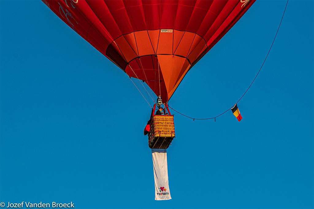 Luchtballon met vlag Respect 2020