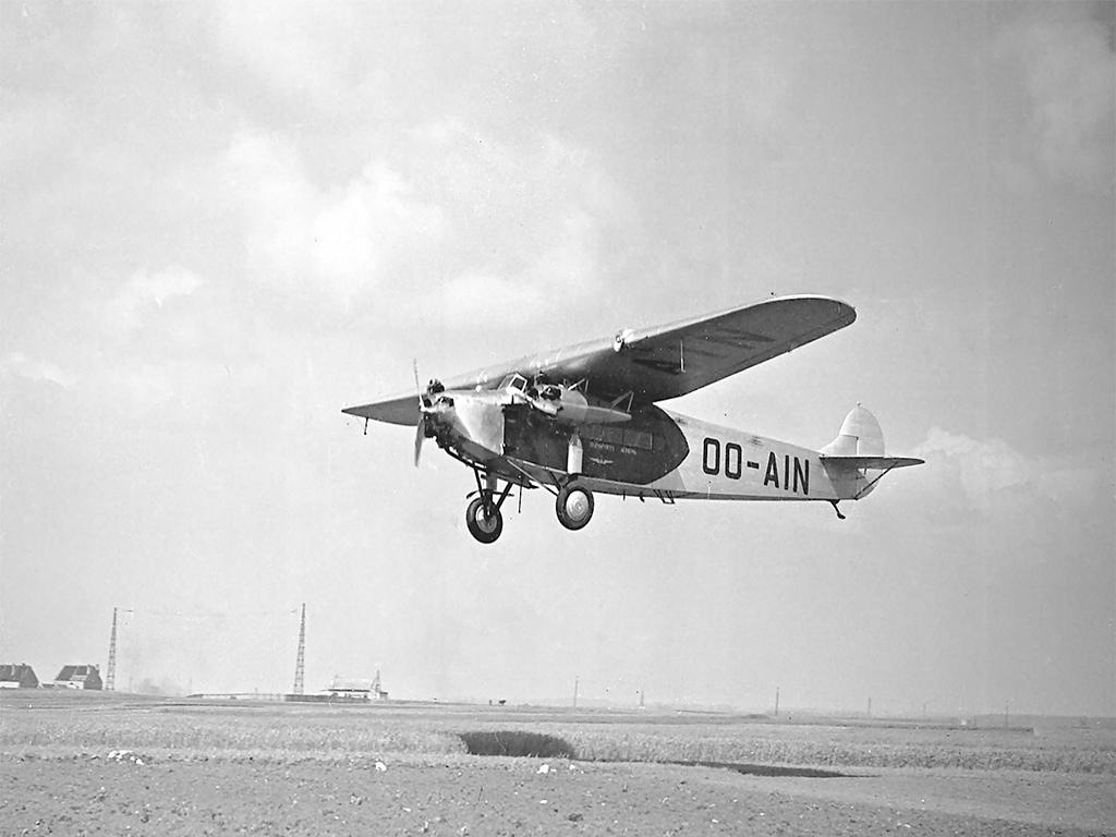 Sabena-Fokker OO-AIN in finals boven Haren